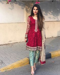 indian fashion Casual -- Click VISIT link above for more info Shadi Dresses, Indian Dresses, Indian Outfits, Pakistani Dresses, Pakistani Couture, Pakistani Dress Design, Pakistani Bridal, Bridal Sarees, Indian Attire