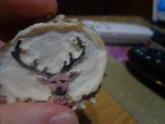 Julio 2016 Venado  tallado y coloreado en roseta de cuerno de venado