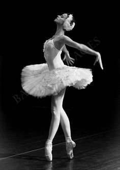 Ballerina in Black & White, Russian Dancer Performing the Dying Swan in St Petersburg - Photo by Clare Bambers Ballet Pictures, Dance Pictures, Ballet Art, Ballet Dancers, Ballerinas, Bolshoi Ballet, Zar Nikolaus Ii, Russian Ballet, Dance Poses