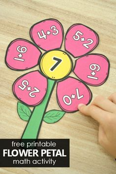 Practice early addition and math facts in preschool and kindergarten with this free printable flower petal addition activity in math groups or math centers. Subtraction Kindergarten, Kindergarten Math Activities, Preschool Activities, Kindergarten Addition, Teaching Math, Addition Activities, Math Addition, Math Crafts, Math Groups