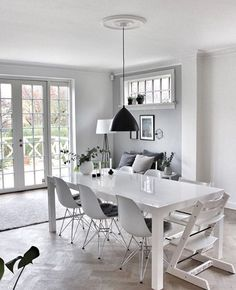 A beautiful dining room - Is To Me