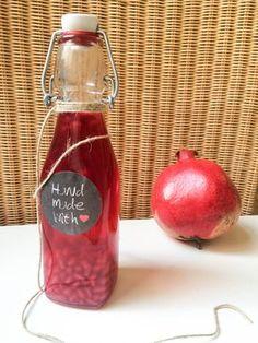 Der Granatapfel Essig ist meine neue Liebe! Ein fruchtiger Essig und ein hübsches Geschenk aus der Küche - ganz einfach selbst gemacht!