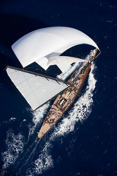 would love to be crewing on this gorgeous boat!