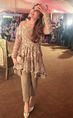 Latest Pakistani Short Frocks Peplum Tops Styles & Designs Collection consists of trends & styling of short frocks with bell bottoms, shararas, etc Pakistani Formal Dresses, Pakistani Fashion Casual, Pakistani Wedding Outfits, Pakistani Dress Design, Indian Fashion, Pakistani Party Wear, Pakistani Girl, Latest Pakistani Fashion 2017, Latest Wedding Dresses Indian