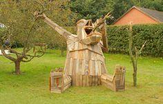 Danish artist Thomas Dambo builds giant sculptures from scrap wood: tree eater!!