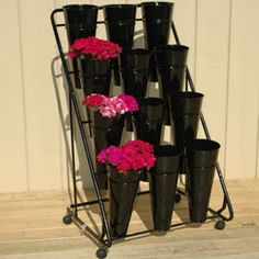 Cut flower display stand from Harris Seeds Flower Truck, Flower Bar, Flower Room, Cut Flower Garden, Cactus Flower, Flower Vases, Flower Shop Decor, Flower Shop Design, Flower Shops