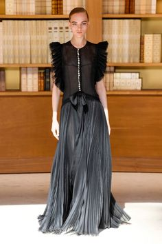 Chanel couture by Outfits On Point Fashion Week, Fashion 2020, Runway Fashion, Fashion Outfits, Women's Fashion, Cheap Fashion, Fall Outfits, Fashion Trends, Chanel Fashion