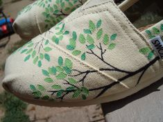 Can some artsy person paint this on my TOMS for me please? :) @Joanna Mena or @Susie Koniewich I'm talkin' to you!