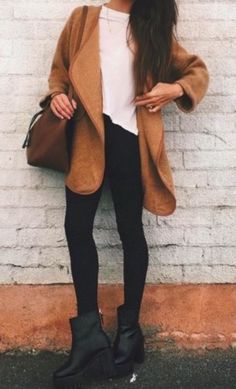 The latest selection of casual fall outfits you can wear everyday this season. More outfit ideas curated every week just for you. Fall Winter Outfits, Autumn Winter Fashion, Fall Fashion, Trendy Fashion, Fashion Women, Legging, Lookbook, Mode Inspiration, Mode Style