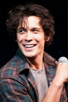 I wish I could find someone to look at me this way. Bob Morley is love through a picture