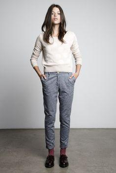 Et ben moi je l'aime le pantalon et les chaussettes à pt'i pois :)
