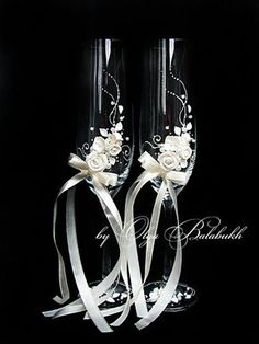White wedding champagne glasses with beautiful roses-Romantic wedding toasting glasses-Wedding favor-Floral Toasting Flutes-Wedding gift - Ukraine Flowers Delivery Wedding Toasting Glasses, Wedding Flutes, Toasting Flutes, Champagne Glasses, Wedding Favors, Wedding Gifts, Wedding Ceremony, Diy Wedding, Table Wedding