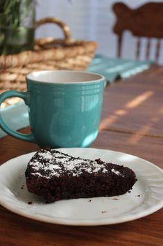 Flourless Chocolate Cake recipe (+ my Trim Healthy Mama version)