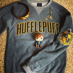 #marchwithleni : Hufflepuff Newt (Although I really wish Funko would come up with a Dora Tonks Pop figure.) #hpfavouriteschallenge :Favourite Piece of Merch. Definitely my Hufflepuff sweatshirt that I got from Universal Studios in Orlando. However I am also loving a new planner clip that I got from an Etsy shop (merscharms) A couple of weeks ago. <> #hufflepuff #hufflepuffproud #newtscamander #harrypotterfan #harrypotterfandom #funkopop #funko #popvinyl #harrypotterseries #universalstudios…