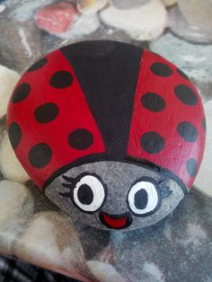 Billedresultat for ladybird pebbles Lady Bug Painted Rocks, Painted Rocks Craft, Hand Painted Rocks, Rock Painting Patterns, Rock Painting Ideas Easy, Rock Painting Designs, Pebble Painting, Pebble Art, Stone Painting