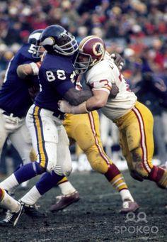 1973 minnesota vikings | Minnesota Vikings defensive tackle Alan Page (88) fights through the ...