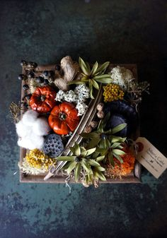 いよいよ明日に迫りましたイーサゴさんでのイベント、Garden Picnic Day! に向けて準備を着々と進めております。大きなリースを作りました。秋だ...
