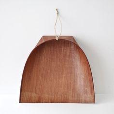 wood dustpan by oji masanori