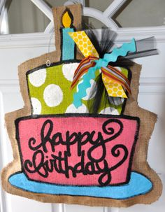 how to make a burlap birthday door hanger - Bing Images Burlap Projects, Burlap Crafts, Craft Projects, Diy Crafts, Burlap Decorations, Craft Ideas, Birthday Door, Happy Birthday, Birthday Cake