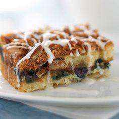 Blueberry Streusel Coffee Cake Try other seasonal fruits, such as apples or pears, in this moist and tender cake. Use just enough sliced, peeled fruit to cover the entire surface of the cake batter, and then top with the cinnamon-flavored streusel. Best Brunch Recipes, Breakfast Recipes, Favorite Recipes, Brunch Foods, Breakfast Plate, Breakfast Items, Recipes Dinner, Sweet Recipes, Streusel Coffee Cake
