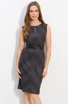 Cute dress for work. I like the belt.