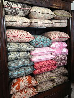 I have so many pillows... I need this type of storage for them!!