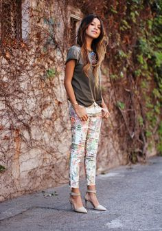 springish floral denim with a casual tee, and gorgeous ombre hair. Fashion Moda, Love Fashion, Fashion Looks, Look Casual Chic, Casual Looks, Casual Outfits, Cute Outfits, Fashion Outfits, Style Ethnique