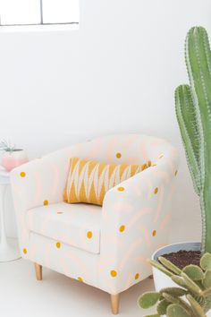 Refresh your home decor with a DIY painted chair makeover for that old piece of furniture you forgot you even owned! We hacked our Ikea chair! Toddler Table And Chairs, Swivel Barrel Chair, Patterned Chair, Diy Casa, Chair Makeover, Office Makeover, Ikea Chair, Diy Furniture, Furniture Refinishing