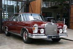 1965 Mercedes 250 SE exterior | via Georg Schwalbach