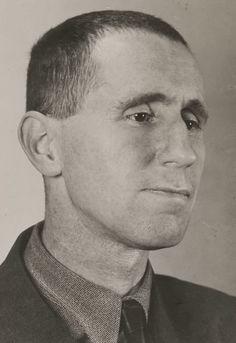 Bertold Brecht, 1933 -byGrete Stern [+][+] from juannaranjo