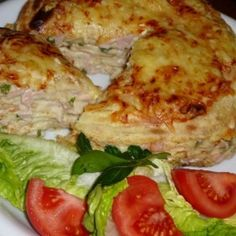 Sonkás rakott palacsinta Waffles, Pancakes, Hungarian Recipes, Hungarian Food, Eggs, Chicken, Meat, Breakfast, Crepes