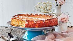 Mehevä appelsiini-sitruunakakku. Sitrushedelmiä keitettiin jopa 45 min. Hedelmälihan ja kuoren käyttö olikin kakun valmistamisen työläin kohta. Maku paranee vanhetessaan.