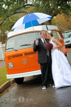 rainy day wedding with umbrella and volkswagen bus (pensacola, florida)