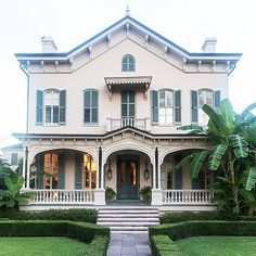 Tour Sara Ruffin Costello's Historic New Orleans Home • on @SavvyHome