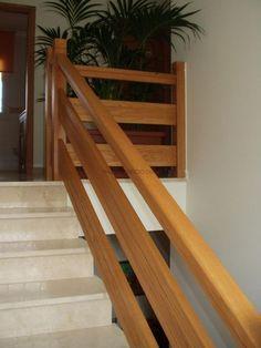 barandas de madera para balcones - Buscar con Google                                                                                                                                                                                 Más Rustic Staircase, Staircase Railings, Wooden Staircases, Wooden Stairs, Modern Staircase, Stair Railing Design, Home Stairs Design, Interior Stairs, Door Design