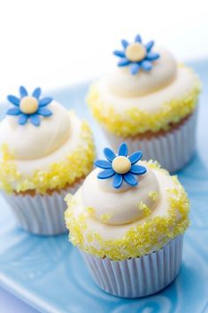 chasingrainbowsforever:Cupcakes ~ Yellow and Blue