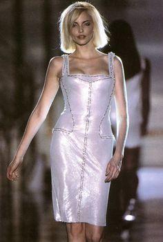 Gianni Versace Haute Couture - ATELIER VERSACE - Fall Winter 1995 1996 - Paris Fashion Week - Ritz Hotel, July 1995. nadja auermann