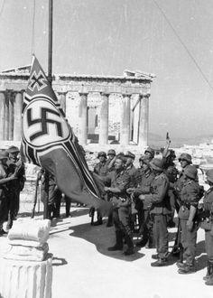 Les nazis hissent leur drapeau sur l'acropole - Grecs courageux - Herodote.net