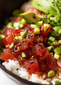 Close up of raw tuna in Tuna Poke Bowl Tuna Sushi Recipe, Sushi Recipes, Asian Recipes, Cooking Recipes, Healthy Recipes, Ethnic Recipes, Recipies, Indonesian Recipes, Raw Recipes