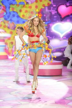 Victoria's Secret Fashion Show 2012 <3 Click here for a VS Angels Hair & Makeup Breakdown from HerCampus