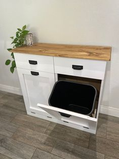 Recycling Bin Storage, Trash And Recycling Bin, Trash Bins, Storage Bins, Diy Storage, Kitchen Pantry Cabinets, Diy Kitchen Storage, Diy Cabinets, Garbage Can Storage