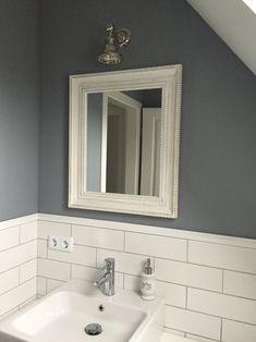 Badezimmer - Bathroom, Weiss  - Grau mit Metro-Fliesen