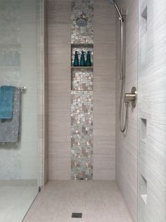 Dont like the color but the shower Bad Inspiration, Bathroom Inspiration, Bathroom Interior Design, Bathroom Styling, Downstairs Bathroom, Master Bathroom, Bad Styling, Dream Bathrooms, Home Living