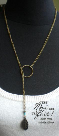Collier chaine bronze, plume & perle de verre vert émeraude