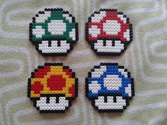 Lot de 4 dessous de verre champignon Mario en perle Hama : http://www.alittlemarket.com/cuisine-et-service-de-table/lot_de_4_dessous_de_verre_champignon_mario_en_perle_hama-12053859.html