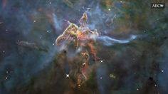 Según la teoría de la Cosmología Cíclica Conforme, de Sir Roger Penrose, el Universo vive un ciclo continuo e infinito de «creaciones»