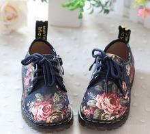Красивая новая модная подростковая обувь весенния