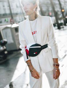 Comment porter le sac ceinture ? C'est LE nouveau it-bag à adopter ! Oversize, de luxe ou non, la sac banane est bel et bien de retour !