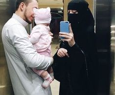 Image shared by Find images and videos about islam, muslim and niqab on We Heart It - the app to get lost in what you love. Muslim Couple Photography, Emotional Photography, Family Photography, Cute Family, Family Goals, Cute Muslim Couples, Cute Couples, Mode Niqab, Muslim Images