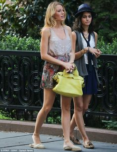 I love the Gossip Girl Style! I want a yellow purse!!!